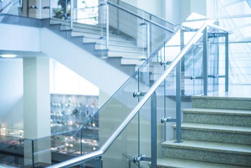 laiptai iš stiklo